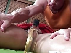 Massage,Gay,Muscle,Gay,Massage,Muscle,Oiled,muscled Guy gets dick...