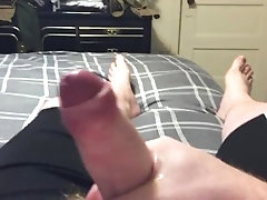 ginger;handjob;masturbation;jerkoff;solo;male;cumshot,Solo Male;Gay;Amateur;Handjob;Uncut;Cumshot;Chubby Ginger Guy Jerkoff 2