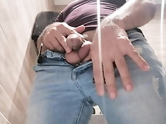 pissing;solo,Twink;Latino;Solo Male;Gay;Public;Amateur;Handjob;Uncut Me pissing